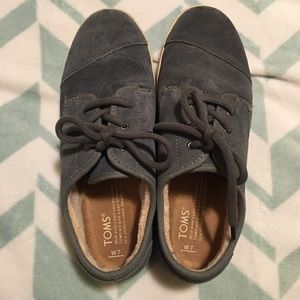 Womens TOMS SZ 7 Fur Lined Lace-Up Sneakers